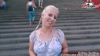 Deutsches Normales Mädchen hat Blinddate EroCom Date mit hänge titten und wird abgeschleppt und gefickt